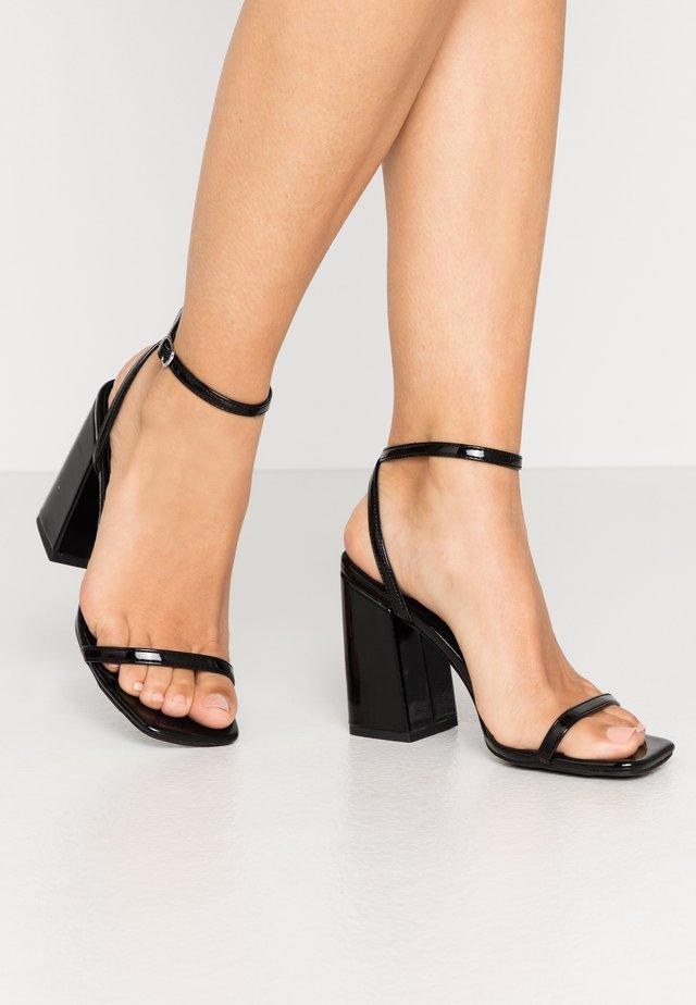 TRINCE - Sandały na obcasie - black