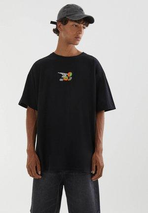MIT STICKEREI IN VERSCHIEDENEN FARBEN - T-shirt imprimé - black