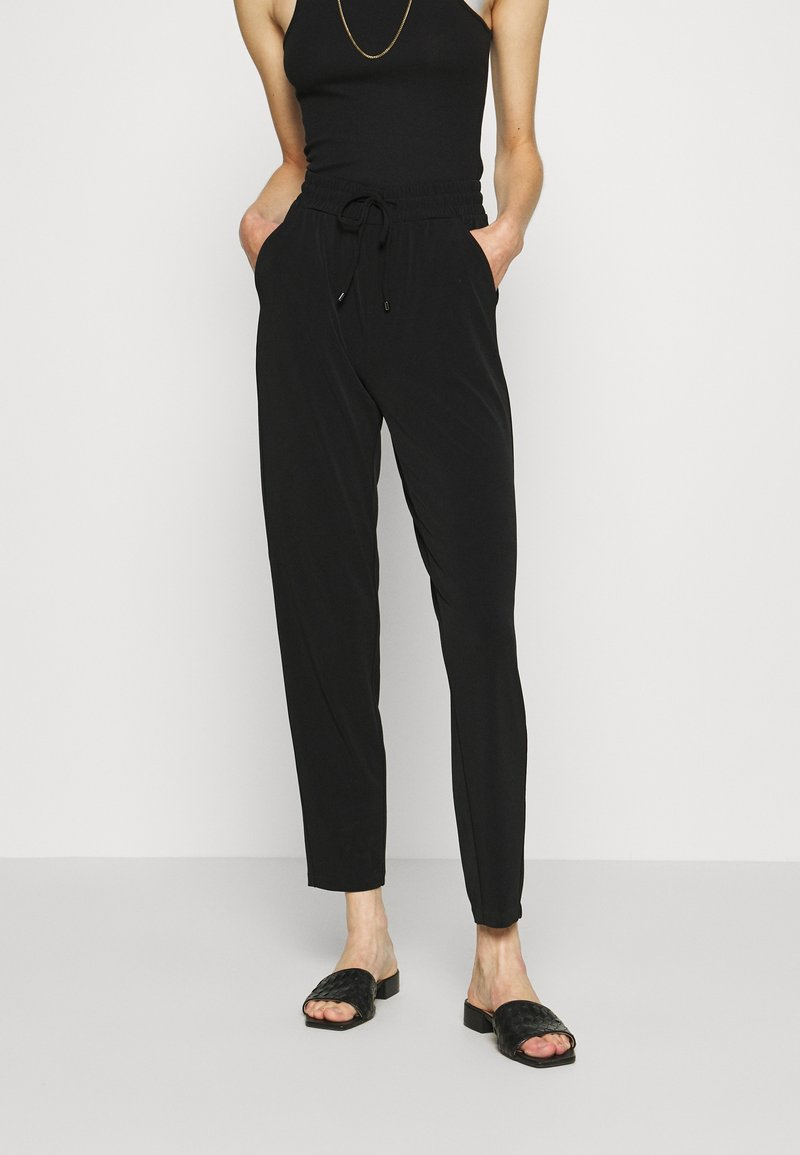 comma casual identity - Tracksuit bottoms - black