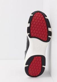 Ed Hardy - RUNNER TRIBAL - Sneakersy wysokie - black/white - 4