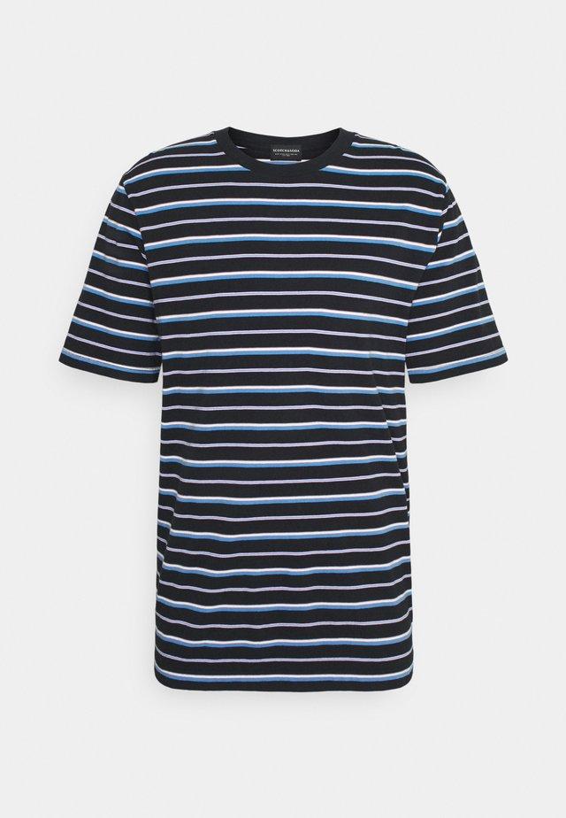 CLASSIC PATTERNED CREWNECK - Print T-shirt - dark blue/blue