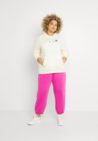 Nike Sportswear - HOODIE PLUS - Sweat à capuche - coconut milk/black - 1