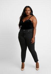 Good American - GOOD CURVE FRONT YOKE - Jeans Skinny - black - 1