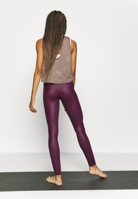 South Beach - WETLOOK HIGHWAIST LEGGING - Leggings - burgundy - 2