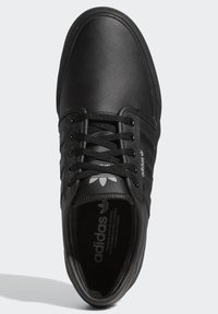 adidas Originals - SEELEY XT - Sneakersy niskie - black - 2