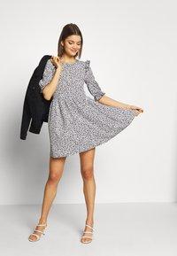 Miss Selfridge - TEXTURED MINI DRESS - Denní šaty - white - 1