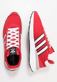 adidas Originals - RETROSET - Sneakers - scarlet/footwear white/core black - 1