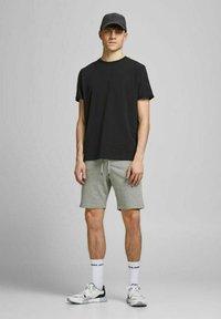 Jack & Jones - 2 PACK - Shorts - black, mottled black, grey - 0