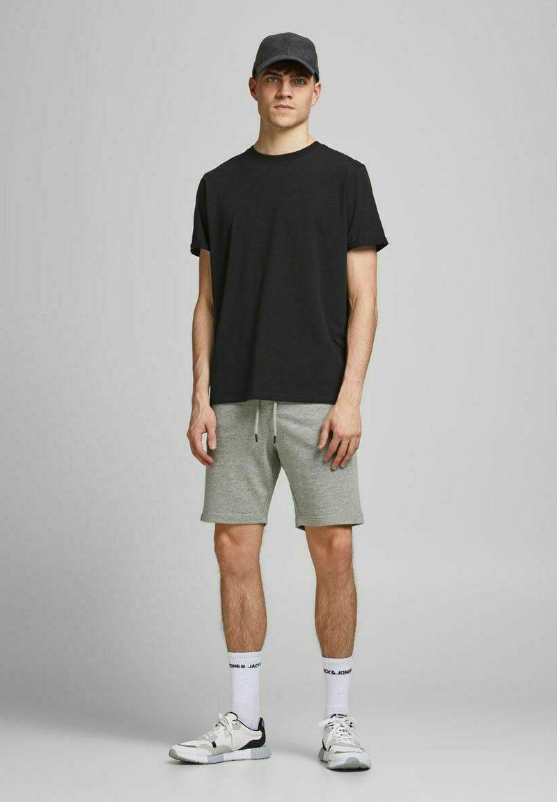 Jack & Jones - 2 PACK - Shorts - black, mottled black, grey
