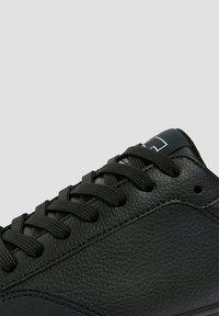 PULL&BEAR - Trainers - black - 5