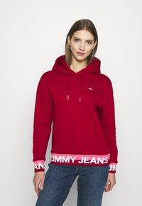 Tommy Jeans - BRANDED HEM HOOD - Bluza z kapturem - wine red - 0