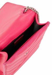 BOSS - Phone case - pink - 3