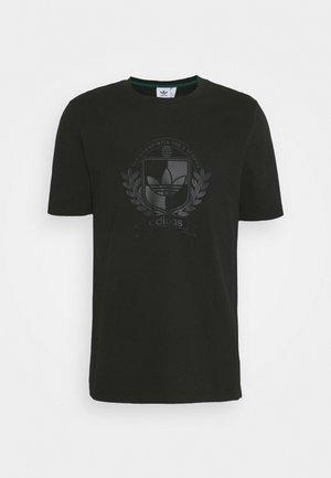 COLLEGIATE CREST TEE UNISEX - Print T-shirt - black
