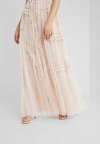 Needle & Thread - SHIMMER DITSY GOWN - Ballkjole - pearl rose - 4
