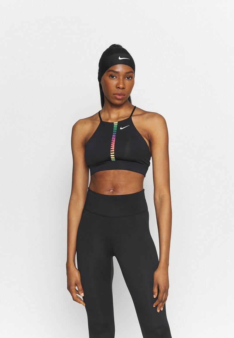 Nike Performance - INDY RAINBOW BRA  - Sujetadores deportivos con sujeción ligera - black/white