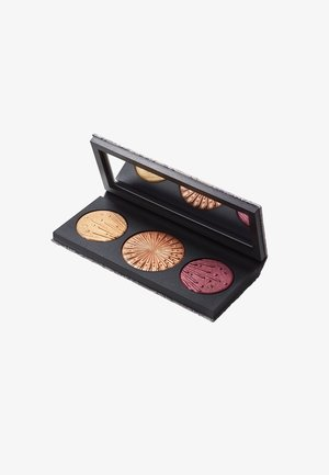 FLASHING ICE EXTRA DIMENSION SKINFINISH BLUSH TRIO: LIGHT - Face palette - medium deep