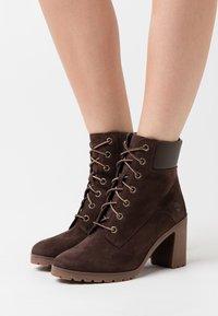 Timberland - ALLINGTON 6 IN LACE UP - High Heel Stiefelette - dark brown - 0