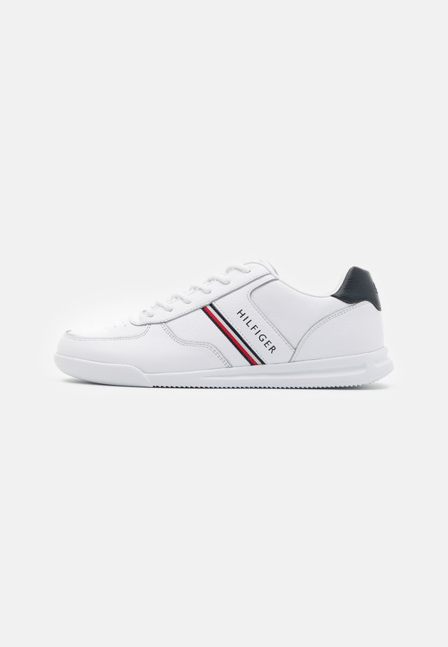 LIGHTWEIGHT - Sneakers - white