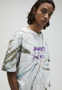 PULL&BEAR - Print T-shirt - mottled light grey - 3