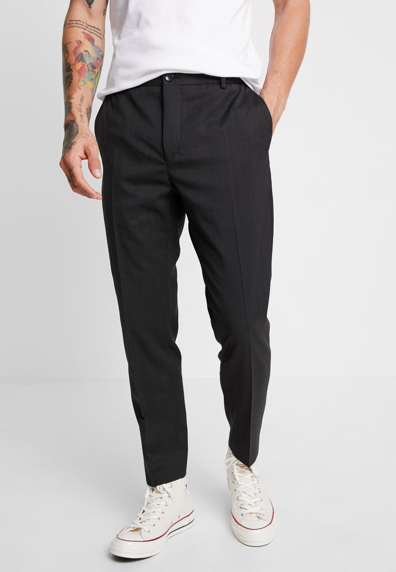 Calvin Klein Tailored - TRAVEL TAPERED PANT - Pantalon classique - anthracite