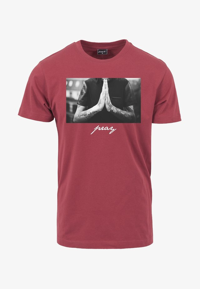 PRAY - Print T-shirt - ruby