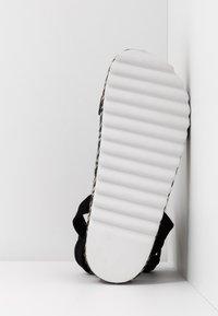Public Desire - REMI - Sandály na platformě - black - 6