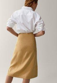 Massimo Dutti - MIT SCHLITZEN UND KNÖPFEN - A-line skirt - gold - 1