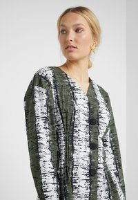 By Malene Birger - MADDENY - Bluse - olive night