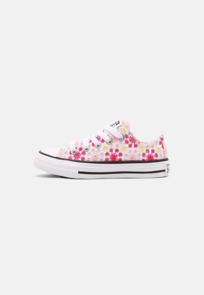 Converse - CHUCK TAYLOR ALL STAR OX UNISEX - Zapatillas - white/pink/black