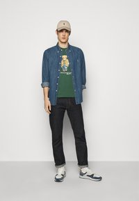 Polo Ralph Lauren - T-shirts med print - washed forest - 1