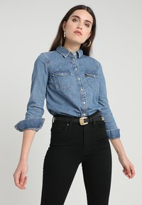 Levi's® - ULTIMATE WESTERN - Button-down blouse - livin' large - 0