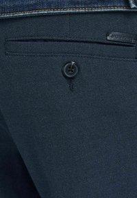 Jack & Jones PREMIUM - JJICONNOR - Shorts - navy blazer - 7
