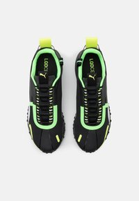 Puma - H.ST.20 KIT 2 UNISEX - Neutral running shoes - black/white/elektro green - 3