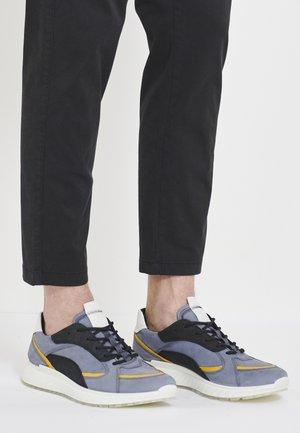 Trainers - ombre/merigold/black/white
