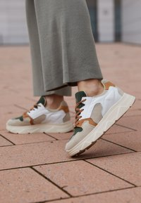 Steve Madden - POPPY - Sneakers laag - beige - 4