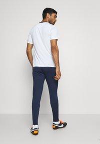 Nike Performance - DRY STRIKE PANT - Pantaloni sportivi - midnight navy/soar/laser crimson - 3