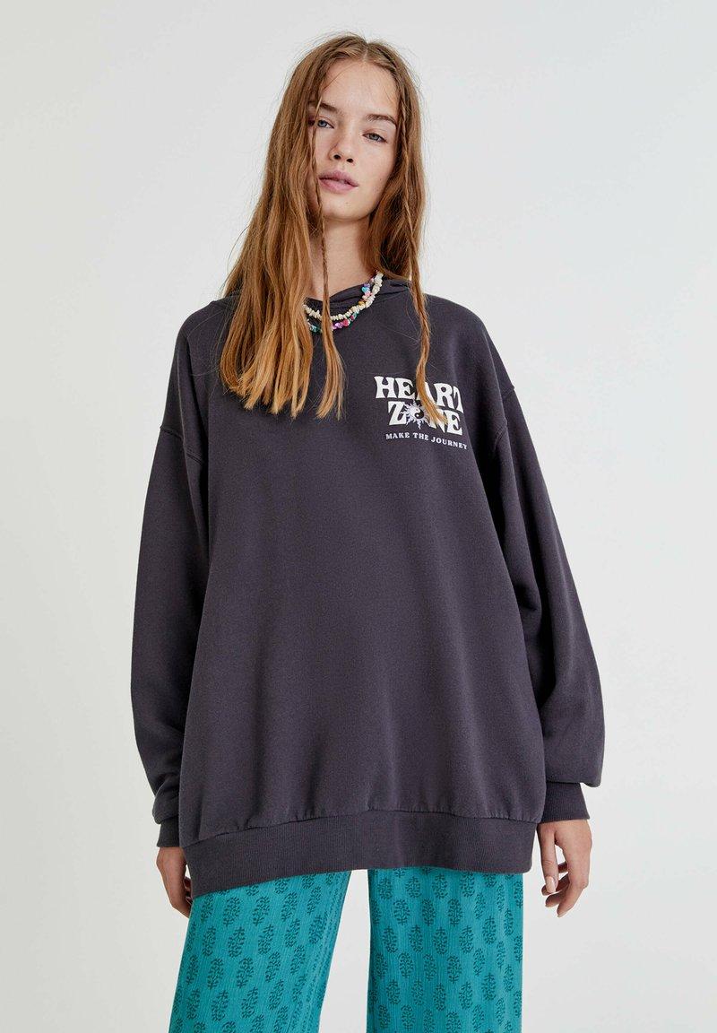 PULL&BEAR - MIT YIN-YANG-MOTIV - Hoodie - mottled dark grey