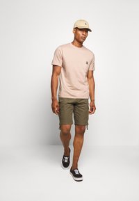 Carhartt WIP - Basic T-shirt - vegas pink - 1