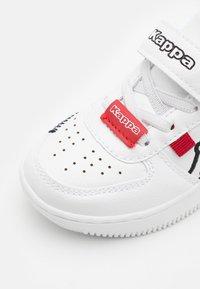 Kappa - BASH UNISEX - Zapatillas de entrenamiento - white/black - 5