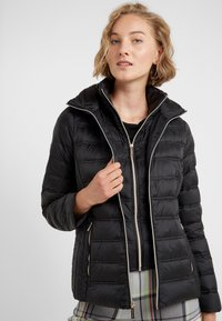 MICHAEL Michael Kors - SHORT PACKABLE PUFFER WITH HOOD - Down jacket - black - 4