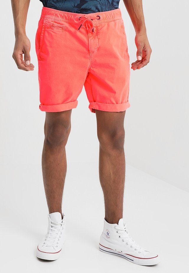 SUNSCORCHED - Shorts - hyper coral