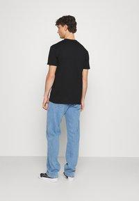 Calvin Klein Jeans - LOGO TEE UNISEX - Print T-shirt - black - 2