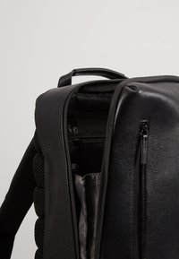 Jost - HYBRID DAY PACK PEBBLE  - Reppu - black - 4