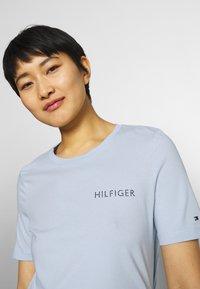 Tommy Hilfiger - REGULAR TEE - T-shirt basic - breezy blue - 3