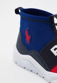 Polo Ralph Lauren - CHANING BOOTIE II - Sneakers hoog - red/navy - 5