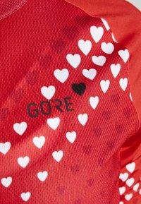 Gore Wear - GORE® C3 DAMEN HEART TRIKOT - T-Shirt print - hibiscus pink/white - 4