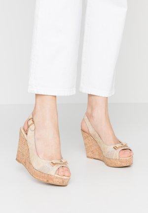 Sandalias de tacón - sand