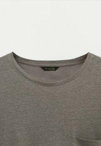 Massimo Dutti - Basic T-shirt - brown - 2