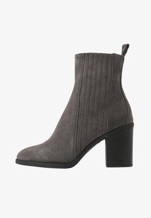 LEATHER CHELSEA BOOTIE - High Heel Stiefelette - grey