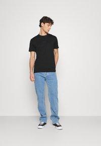 Calvin Klein Jeans - LOGO TEE UNISEX - Print T-shirt - black - 1